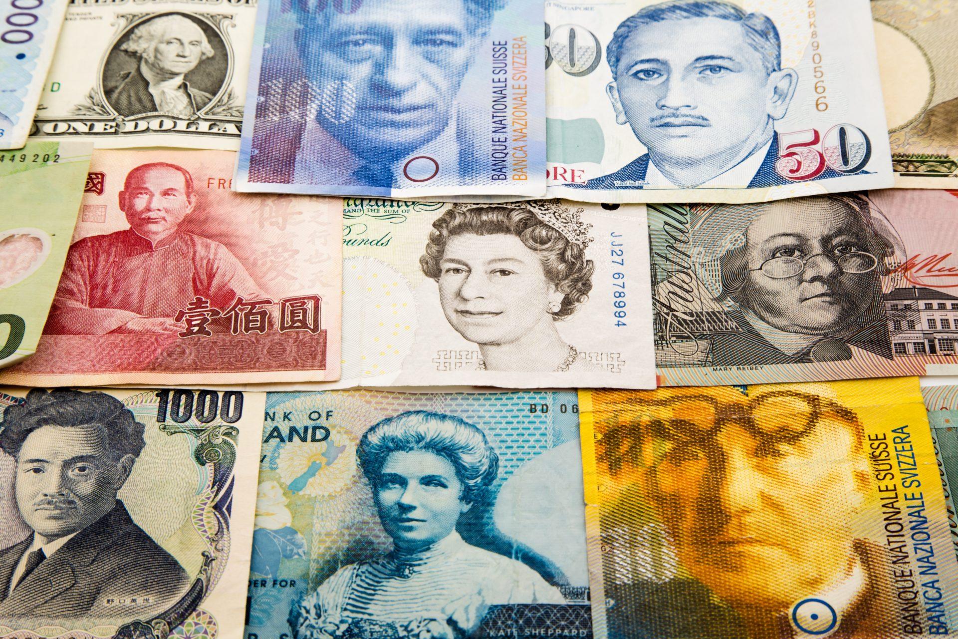 Q significa en ingles money